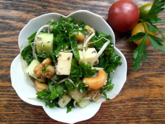 Kale, Apple, Swiss Salad with Mung Bean Sprouts, Hemp and Chia Seeds